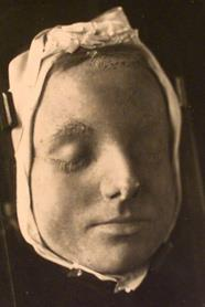 masy queen of scots death mask